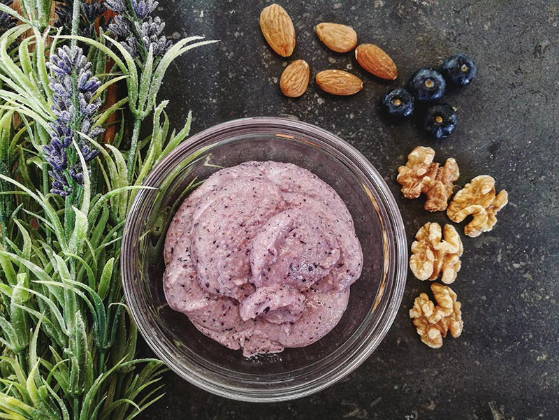 La Cocina Consciente: crema de almendras y nueces violeta