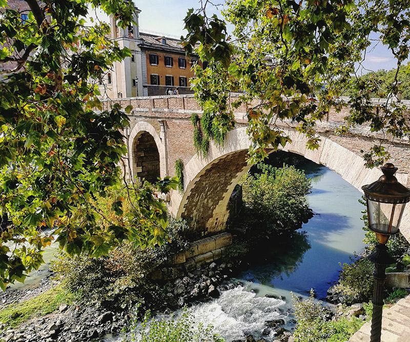 trastevere y la isla tiberina en roma
