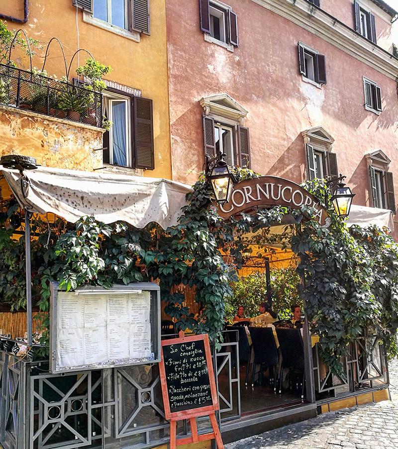 trastevere y sus coloridas terrazas romanas