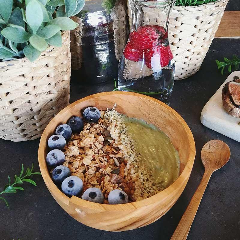 Receta vegana: smoothie bowl de aguacate