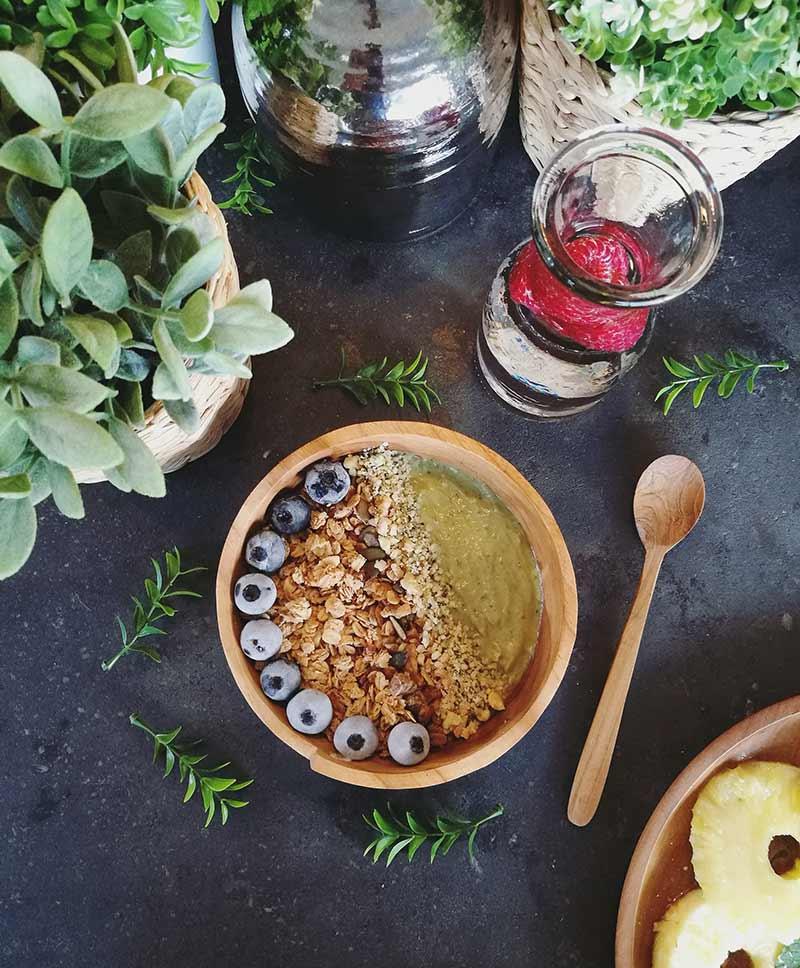 Smoothie bowl de aguacate: desayuno vegano